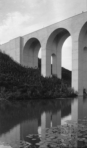 1915 Cabtrillo Bridge and lake