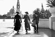 1915 image of people walking on the Cabrillo Bridge